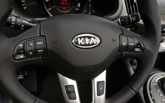 2013-Kia-Sportage-steering-